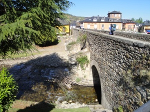 Medieval bridge over the Rio Boeza as we enter Molinaseca.