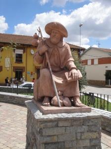 Statue honoring pilgrims in Vilar de Mazarife.